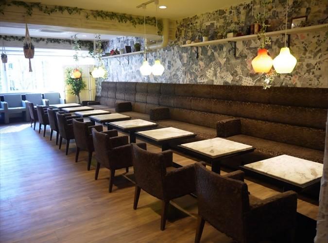 Café Rooters 青山 内観