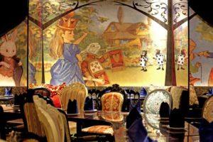 「不思議の国のアリス」をイメージしたコンセプトレストラン